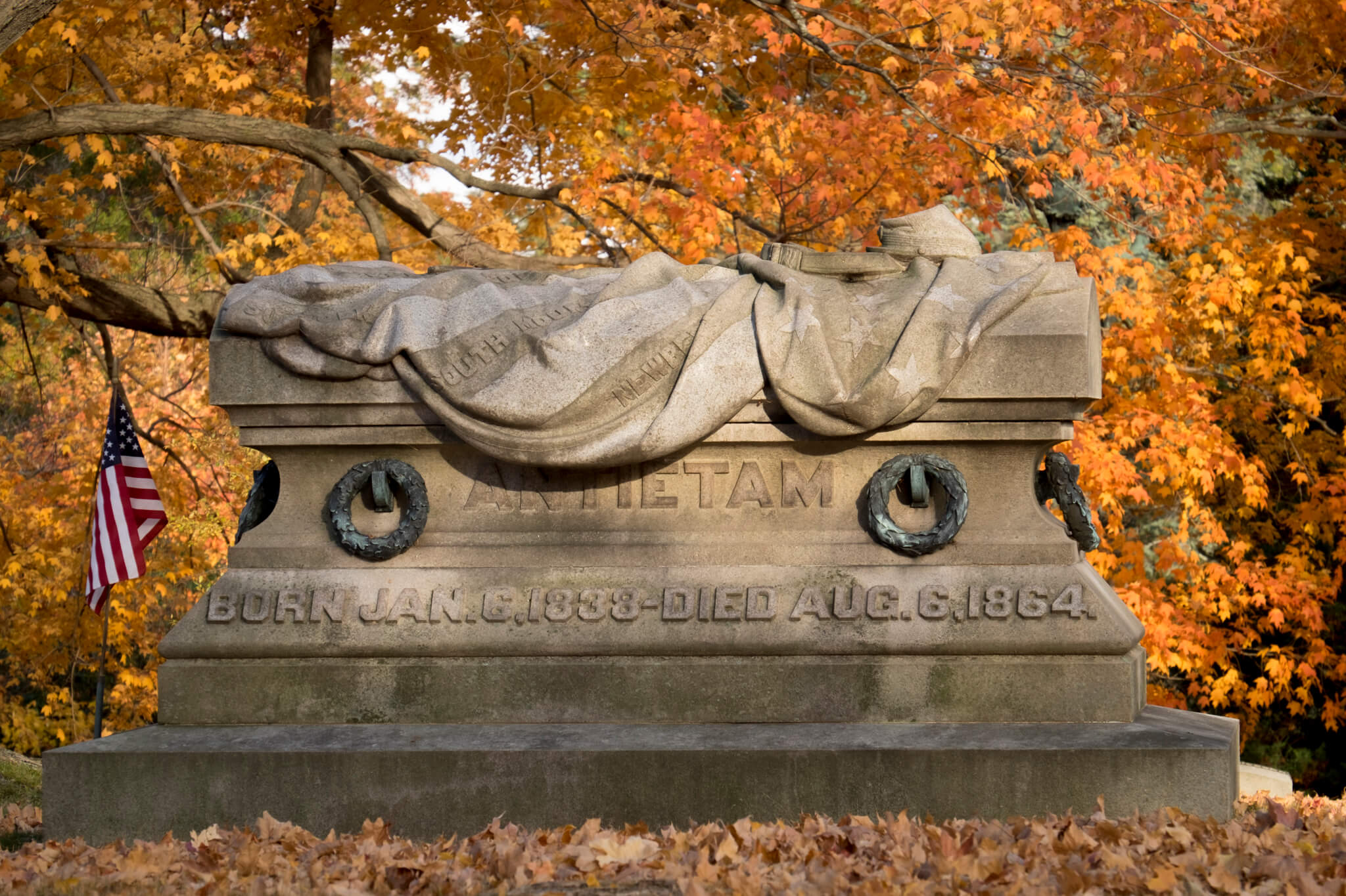 cedar-hill-cemetery-stories-in-stone-sarcophagus